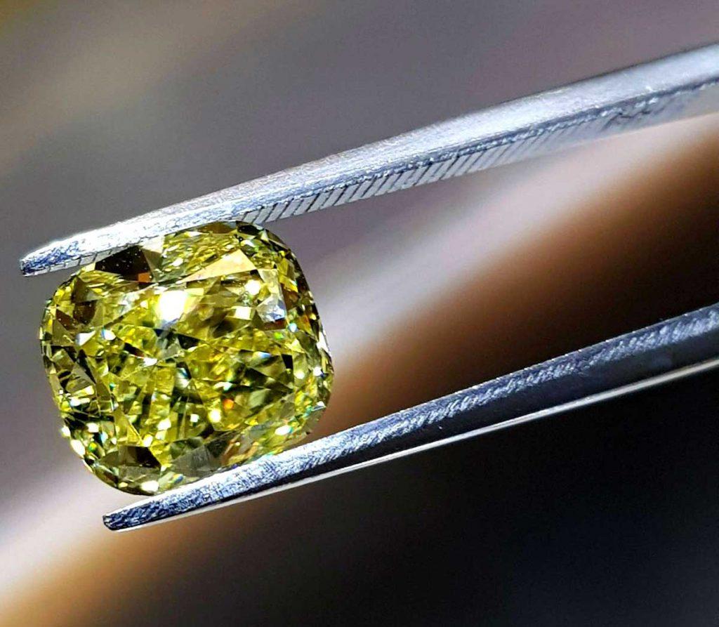 Schneider & Kollegen GmbH – Diamant gelb mit Zange
